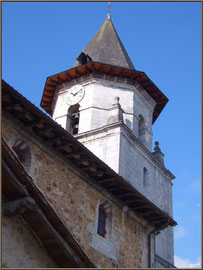 Aïnoha : l'église Notre Dame de l'Assomption, le clocher (Pays Basque français)