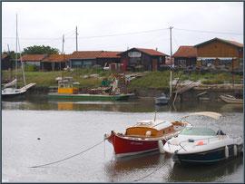 Le port ostréicole de la La Teste de Buch et ses bateaux (Bassin d'Arcachon)