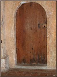 Eglise St Michel du Vieux Lugo à Lugos (Gironde) : porte intérieure à côté du choeur