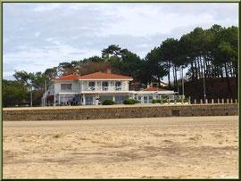 Restaurant en front de mer de la plage Péreire à Arcachon, Bassin d'Arcachon (33)