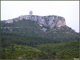 Point culminant et antennes au massif de La Caume dans les Alpilles (Bouches du Rhône)