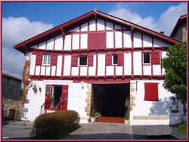 Aïnoha : maison basque et boutiques spécialités basques (Pays Basque français)