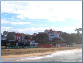 La plage du Moulleau à Arcachon et ses belles villas du front de mer