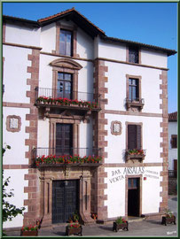 Commerce fleuri au village de Zugarramurdi (Pays Basque espagnol)