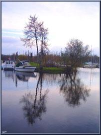 Le port de Biganos et ses reflets entre automne et hiver (Bassin d'Arcachon)