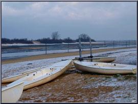 Canots et chenal d'entrée au port en habit neigeux (février 2012)