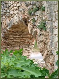 Aqueduc à Fontvielle dans les Alpilles (Bouches du Rhône), détail d'une