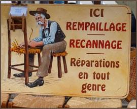 Marché de Provence, mardi matin à Vaison-la-Romaine, Haut Vaucluse (84), rempailleur