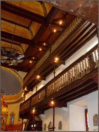Aïnoha : l'église Notre Dame de l'Assomption, lles balcons latéraux droits (Pays Basque français)