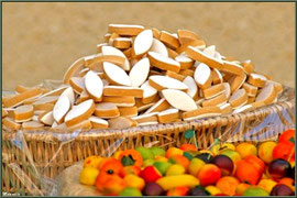 Marché de Provence, jeudi matin à La Roque d'Anthéron (13), étal calissons d'Aix en Provence et fruits en pâte d'amande