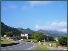 Route menant au village de Zugarramurdi (Pays Basque espagnol)