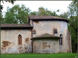 Eglise St Michel du Vieux Lugo à Lugos (Gironde) : façade Sud et le choeur à droite
