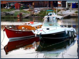 Pinasse et autres bateaux au mouillage dans le port ostréicole de La Teste de Buch (Bassin d'Arcachon)