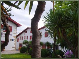 Aïnoha : maisons basques et verdoyance (Pays Basque français)