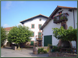 Maison et ruelle au village de Zugarramurdi (Pays Basque espagnol)