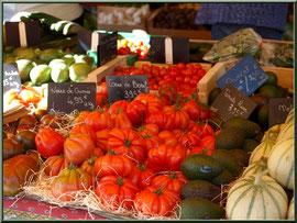 Marché de Provence, lundi matin à Bédoin, Haut Vaucluse (84), étal de légumes