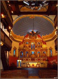 Aïnoha : l'église Notre Dame de l'Assomption, l'autel et les balcons latéraux (Pays Basque français)