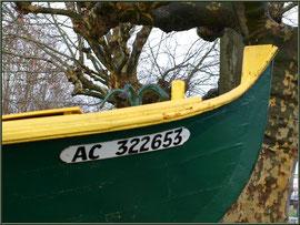 """Proue de la pinasse """"Lo Pelut"""", en cale sèche, au port ostréicole de La Teste de Buch (Bassin d'Arcachon)"""