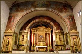 L'église Saint-Martin de Sare, intérieur : le choeur et ses 5 rétables (Pays Basque français)
