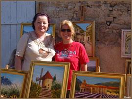Marché de Provence, mardi matin à Gordes, Lubéron (84), artiste peintre et une admiratrice