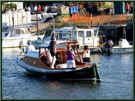 Pinasse entrant au port