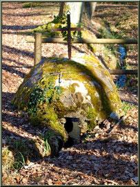 La fontaine Saint Clair à Mons, Belin-Beliet (Gironde), habitacle vu de dos