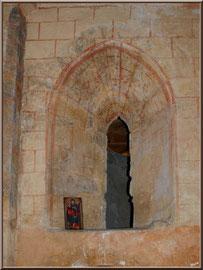 Eglise St Michel du Vieux Lugo à Lugos (Gironde) : ouverture au-dessus de la porte intérieure à côté du choeur