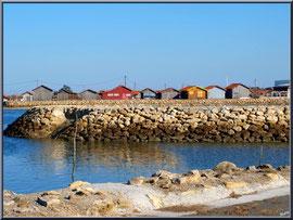 Port de Larros vu depuis le port du Canal