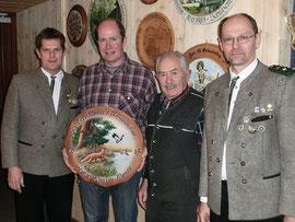 Gestftet hat die Scheibe Sepp Moser zu seinem 75. Geburtstag - gewonnen hat sie sein Sohn Martin