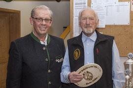1. SM Hans Strobl und Sepp Scheidl mit der Auszeichnung als ältester Schütze