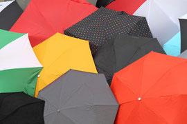2ème : une pluie de parapluie, photo de Patrick Leon