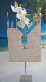 Nr. 5 / H 71 x B 33 Vase mit Junge  CHF 150 (ohne Blumen)
