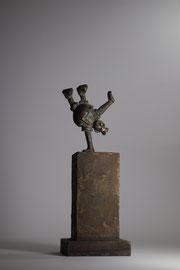 König im Handstand - Bronze -H 22cm - 2015