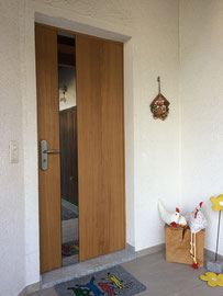 Bündigausführung von Haustüre mit Bandsägenschnitt inkl. Motorenschloss