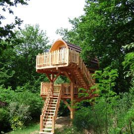 Cabane sur pilotis dans les arbres Pod