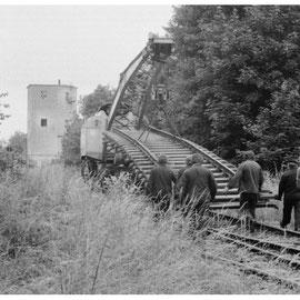 Abbauarbeiten unmittelbar vor dem Bahnhofsgebäude