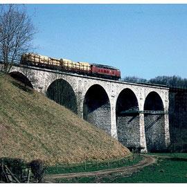 Das Falkenbachviadukt über Schlausermühle am 16. April 1982