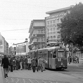 Die Linie 15 mit Fahrtrichtung Stiftstraße und anschließend Adalbertstraße, wo diese Fotoreise gestartet ist