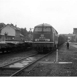 Der Bahnhof Walheim am 21. Mai 1982. Im Hintergrund rechts sind noch Reste des Kalkwerks zu erkennen