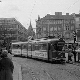 """Die Linie 15 biegt nach links zum Elisenbrunnen ab. Heute steht dort der """"Glaskubus"""" und die """"Frittezang"""""""