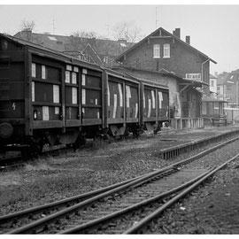 6. Januar 1984 - Ein selten gewordener Anblick, aber heute stehen nochmal Waggons auf dem Brander Bahnhofsgelände