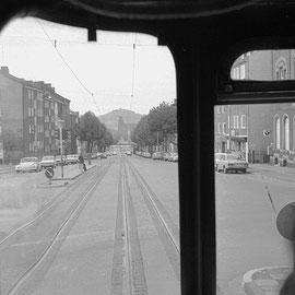 Trierer Straße diesmal stadteinwärts in Höhe des alten Bürgermeisteramtes Forst bzw. der heutigen Esso-Tankstelle