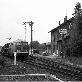 Der Bahnübergang in Walheim über die B258