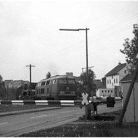 Der Bahnübergang in Walheim über die Hahner Strasse