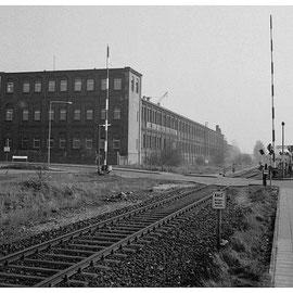 Die Vennbahnstrecke im Bereich der Strassenkreuzung Eisenbahnweg / Philipsstrasse