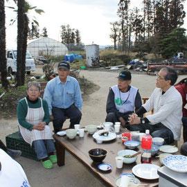 草刈2日目。昼食は地区長さんの奥様が芋煮を振舞ってくださいました。