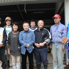 以前から有機農法を実践しておられるMさん宅を地区長さん・MSR+スタッフが訪問。