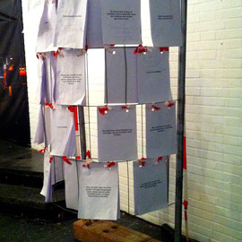 Das Blumen, Darmstadt, 2013, Gruppenausstellung zu dem Thema 'anDENKen' Werk: Kopfkiosk mit Helga Franke