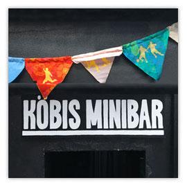 StadtSicht 127d, Köbis Minibar Schriftzug mit Fussballwimpeln