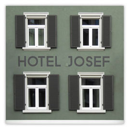 StadtSicht 138c: Hotel Josef Fassade